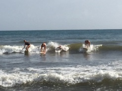 Surfer Family: Pia (Charlotte im Bauch), Erk, Paula, Lia